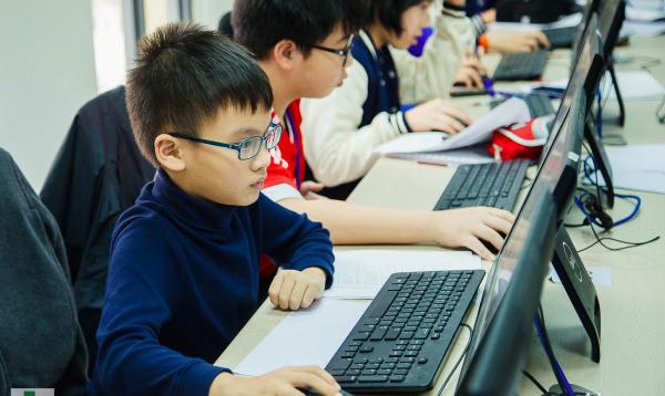 Học sinh tham dự khóa học nâng cao trình độ tin học văn phòng do Microsoft tài trợ
