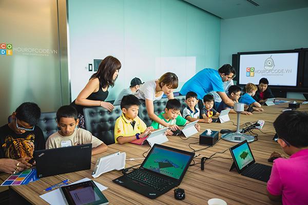 Học sinh hăng say tham gia CLB lập trình để thoả sức sáng tạo