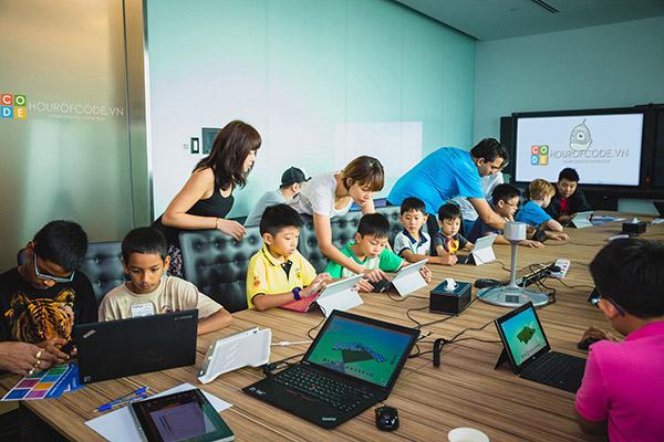 Một lớp học lập trình dành cho trẻ em tại CLB Hour Of Code