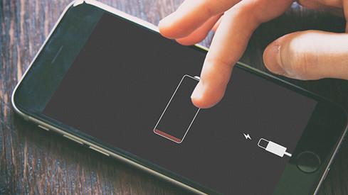 Sử dụng iPhone trong quá trình sạc pin sẽ khiến tốc độ sạc chậm hơn