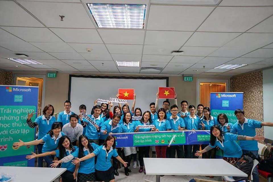 """Chương trình tập huấn """"Giờ lập trình"""" tại Microsoft Việt Nam"""