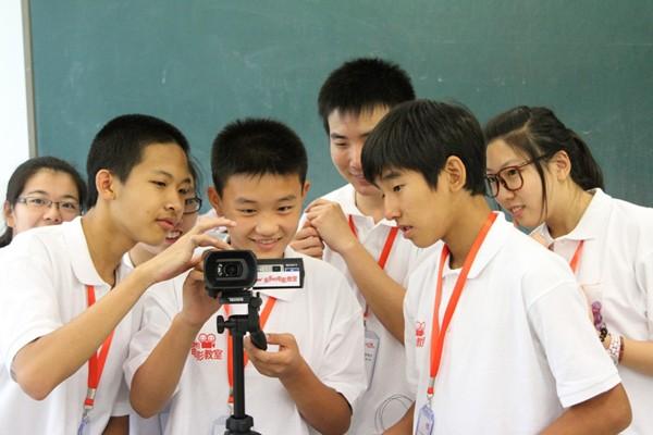 Trẻ có thể làm quen với điện ảnh từ sớm để tăng khả năng tư duy sáng tạo