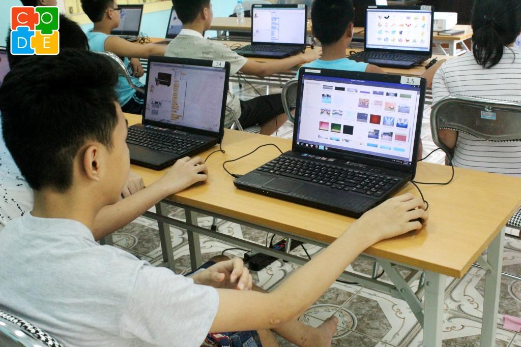 Lớp học miễn phí về lập trình đã mở ra môi trường học tập mới cho các em có hoàn cảnh khó khăn