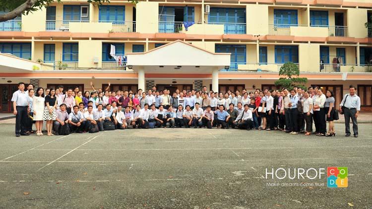 Lớp tập huấn tại TP HCM chụp ảnh lưu niệm cùng giảng viên