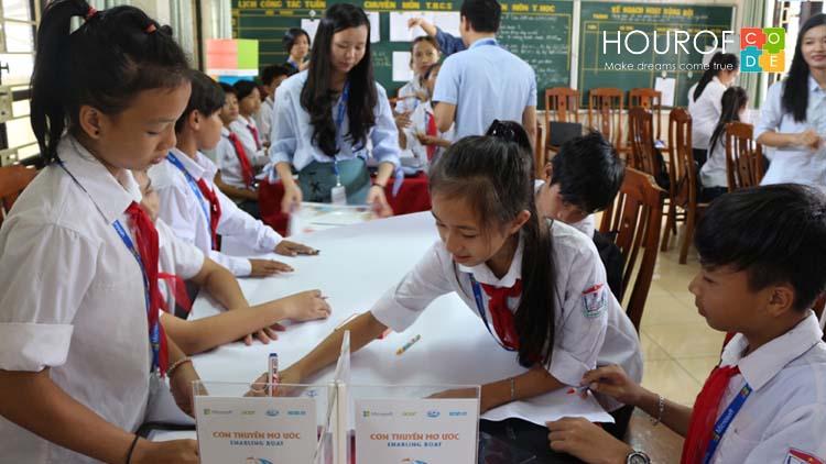 Lớp học tăng cường kỹ năng CNTT dành cho học sinh vùng khó khăn
